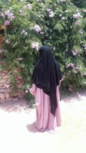 Abaya Saoudienne Xtra Large Rose Poudre & Khimar Double Noir